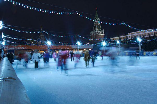 pattinaggio in piazza rossa a Mosca
