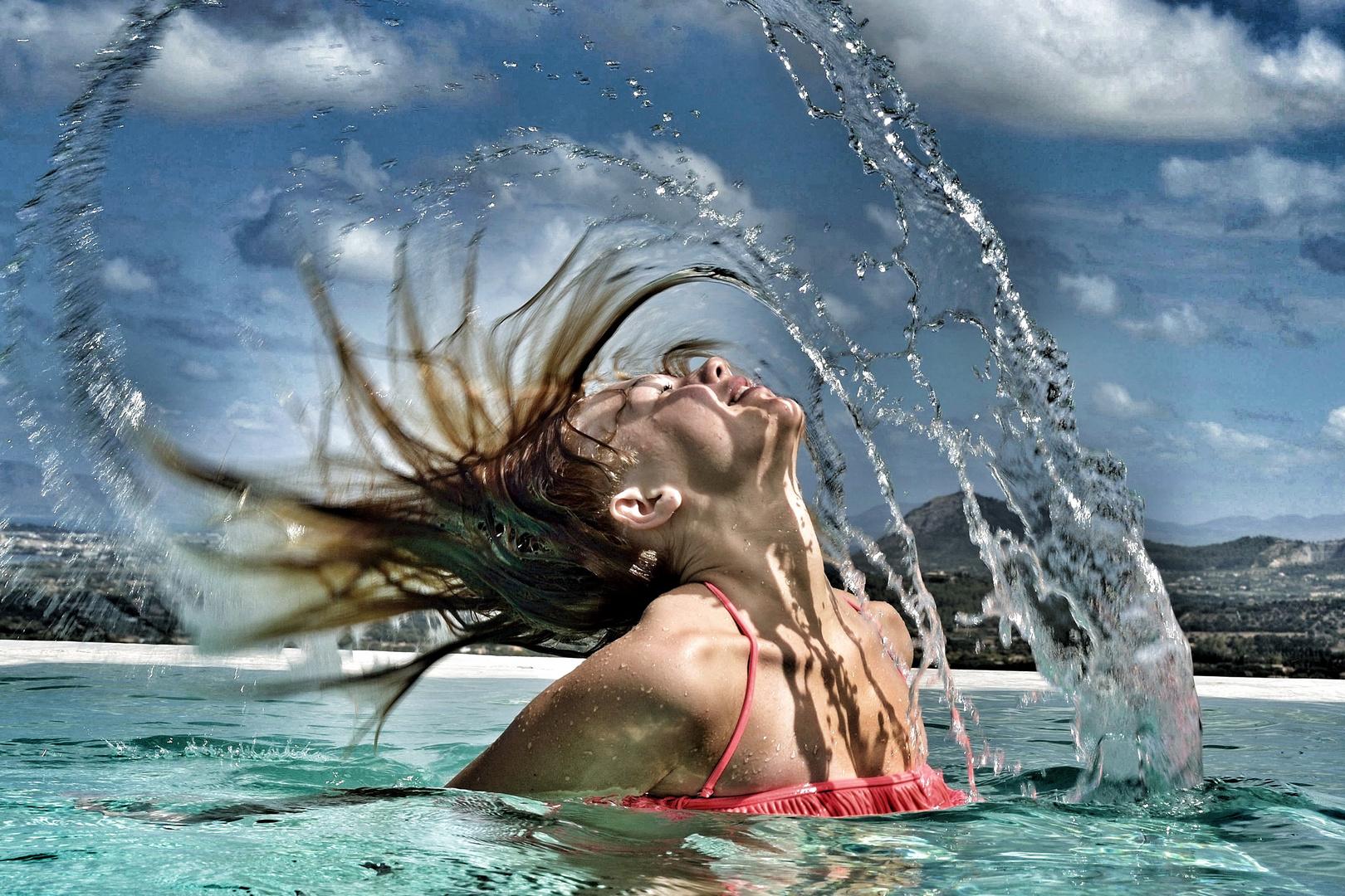 Paulina im Pool