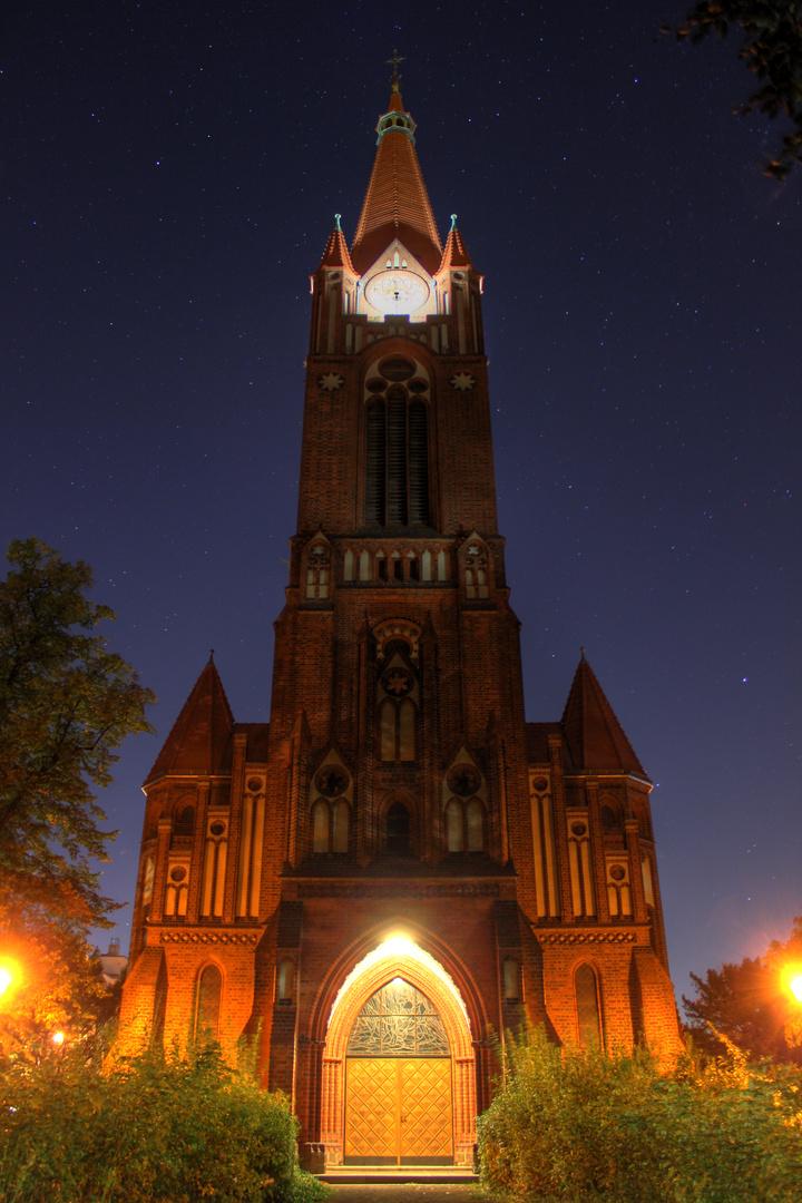 Paulus Kirche bei Nacht.