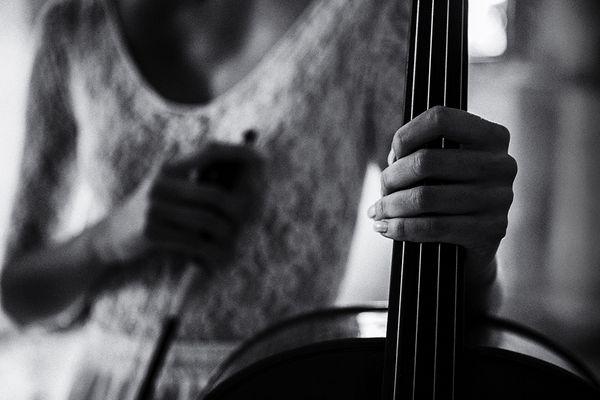 Pause für die Cellistin