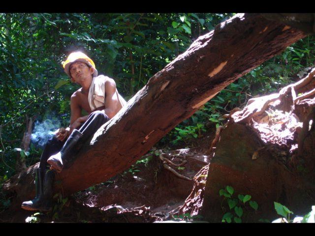 Pause nahe eines Wasserfalls.