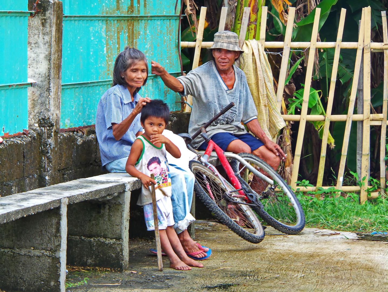 """"""" Pause vom Reistrocknen auf dem Plaza """" , Pang-pang - Aklan - Panay"""