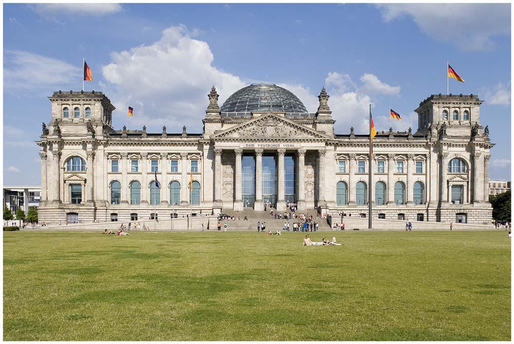 Pause vor dem Reichstagsgebäude