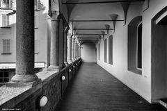 Pavia, porticato del Broletto