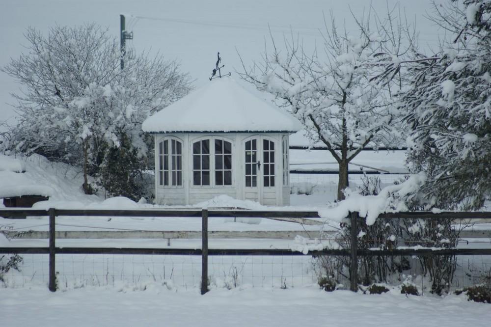Pavillon in Winterlandschaft