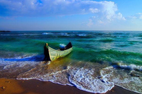 Pêcheur avec son bateau