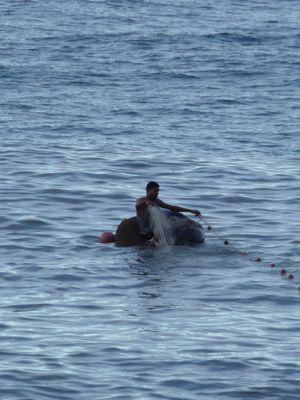 pêcheur dans l'océan
