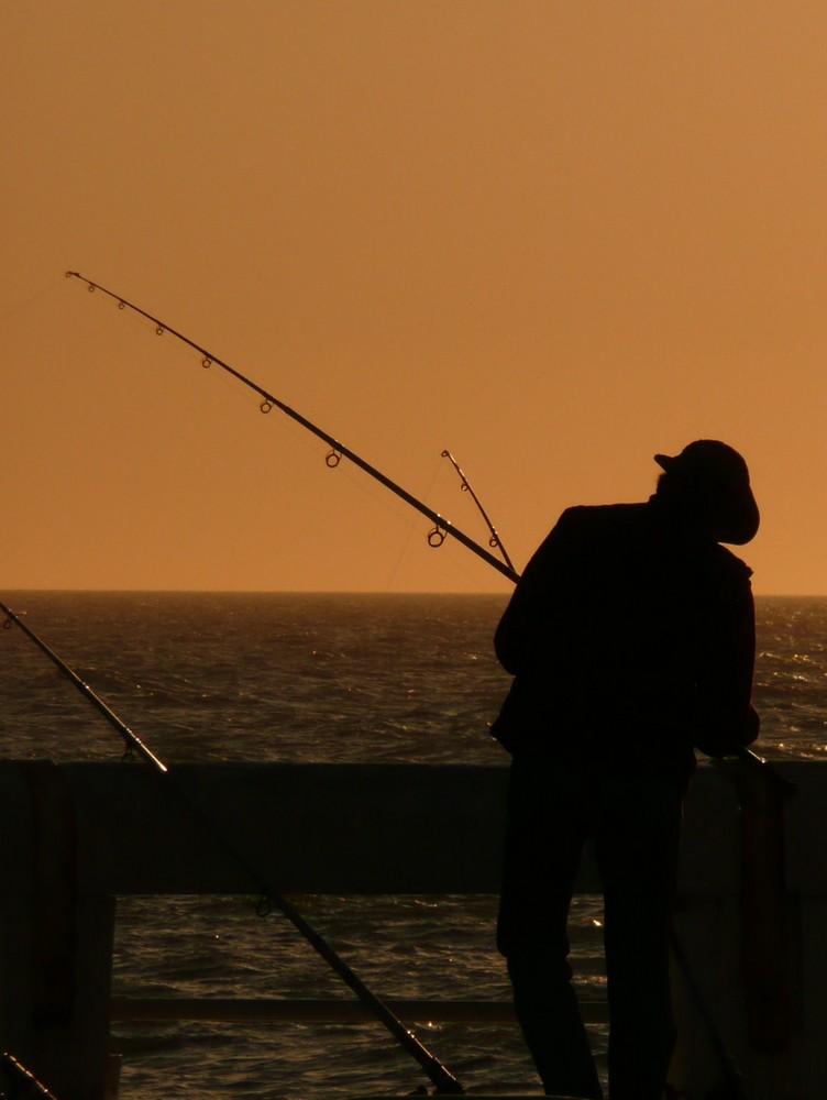pêcheur sur la jetée