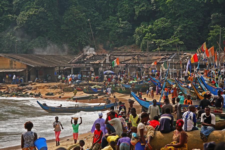 Pêcheurs Ashantis à Sassandra (côte d'Ivoire)