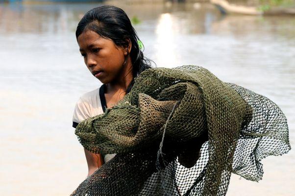 Pêcheuse du Cambodge