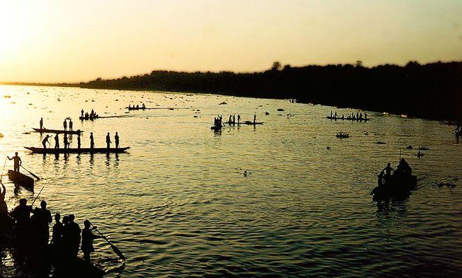 Pecheurs sur le fleuve