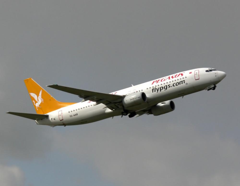 Pegasus TC-AAB Boeing 737-86N
