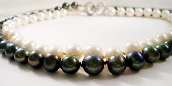 Perlencollier schwarz/weis
