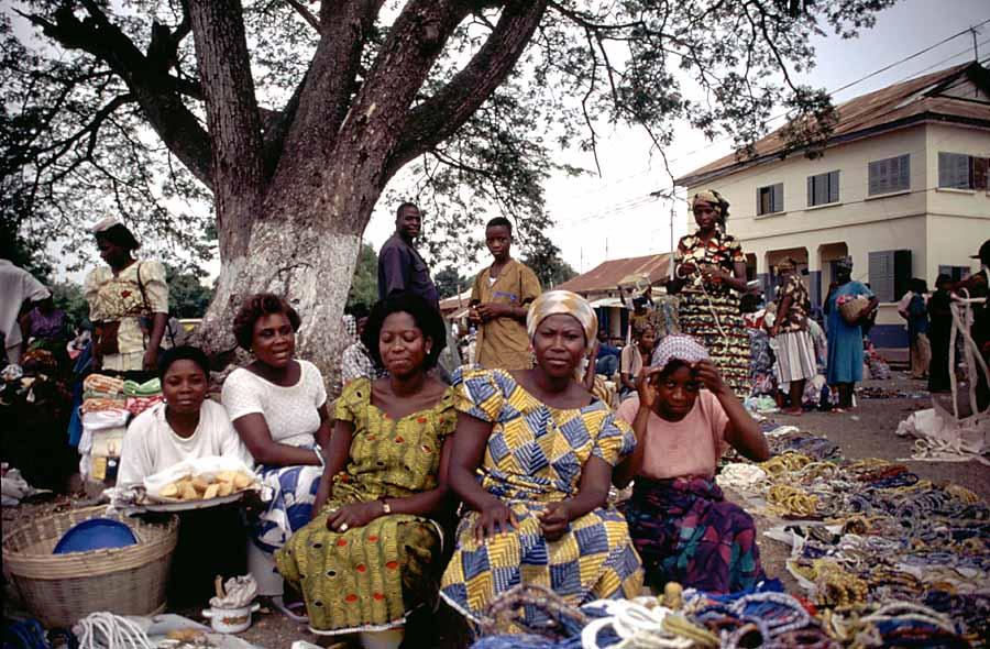 Perlenhändlerinnen in Kofuridua