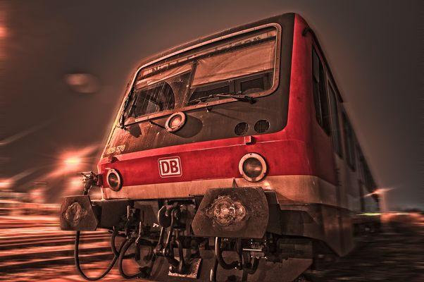 Personenzug in der Nacht