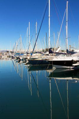 Perspective et symétrie au port d'Antibes