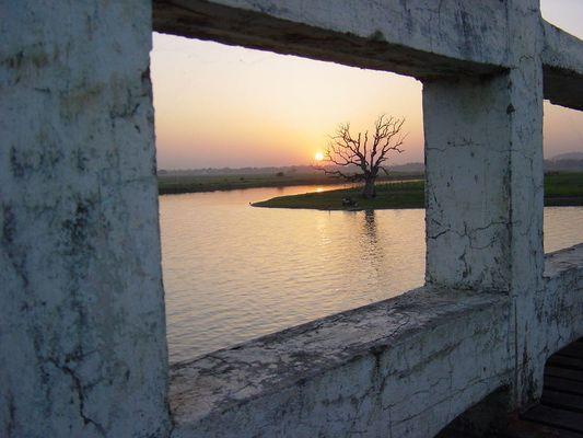 Perspektive ?? Woodenbridge Myanmar