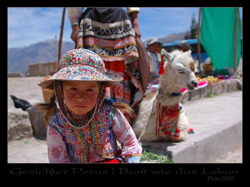 Peru 2007 / Mädchen mit traditioneller Tracht (Colca Tal)