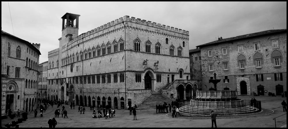 Perugia piazza iv novembre foto immagini europe for Arredare milano piazza iv novembre