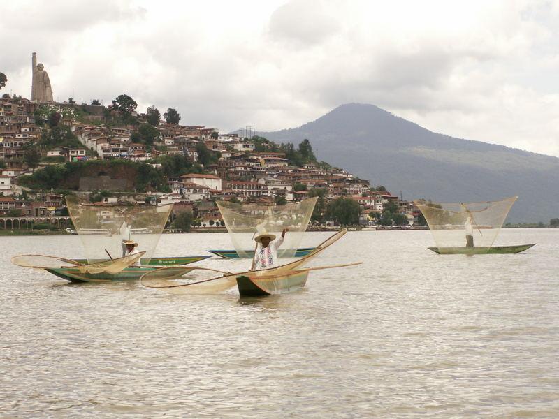 Pescadores en la isla de Janitzio Michoacan