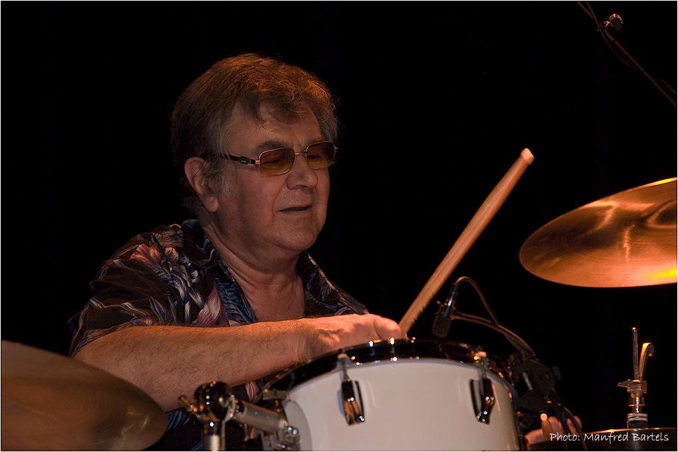 Pete York, drums...