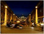 Petersdom hinter Verkehr