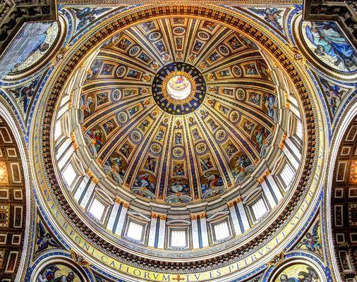 Petersdom innen zum Himmel