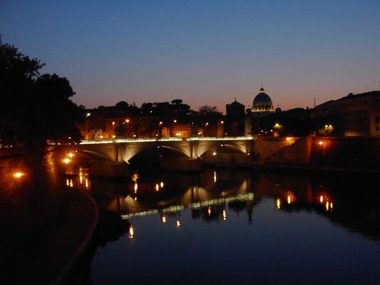 Petersdom über Tiber