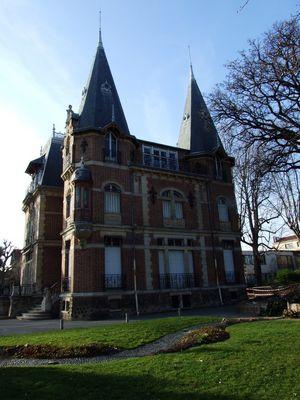 Petit château du parc des Tourelles à Bois-Colombes