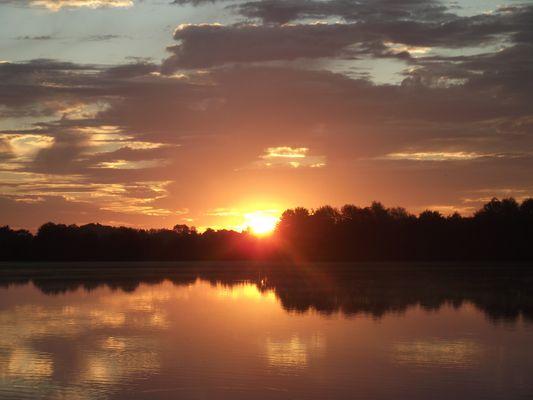Petit matin sur le lac de la Chartre sur le Loir