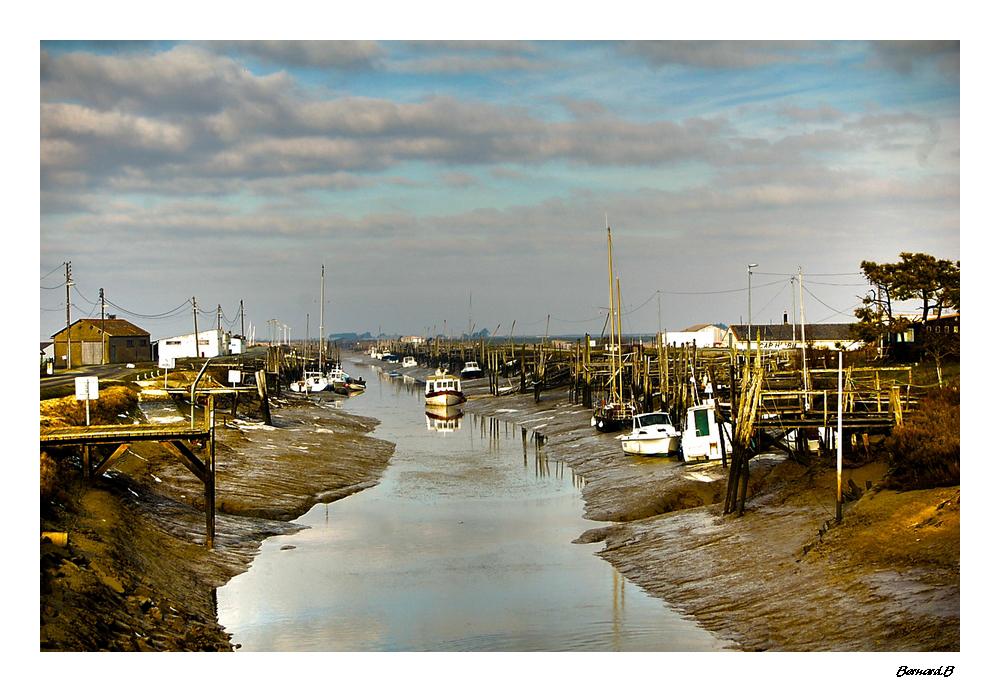 Petit port vendéen à marée basse.