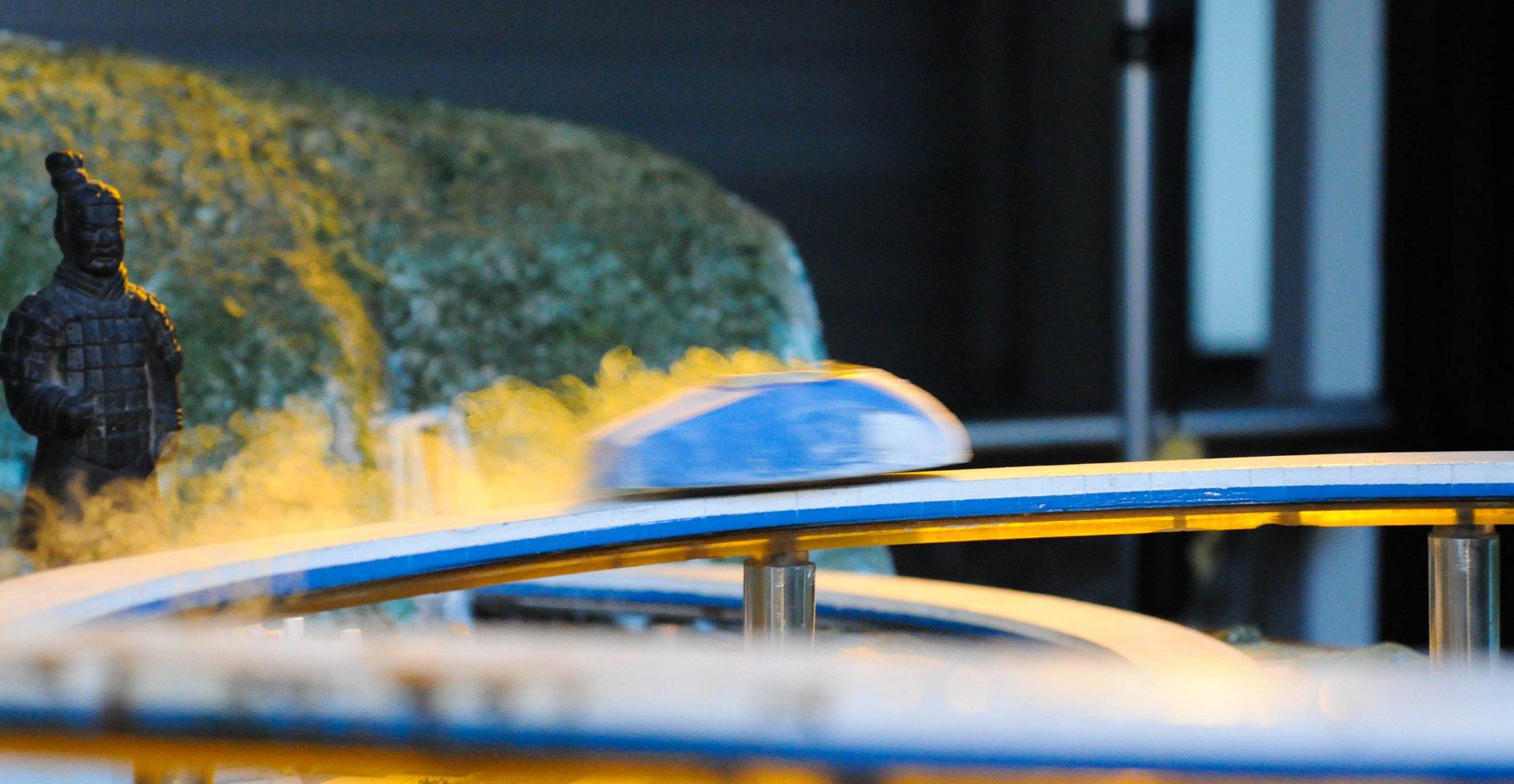 Petit vehicule à lévitation magnétique: Rail magnétique + Supraconducteur + Azote liquide