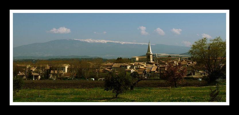Petit village au pied du Mont Ventoux