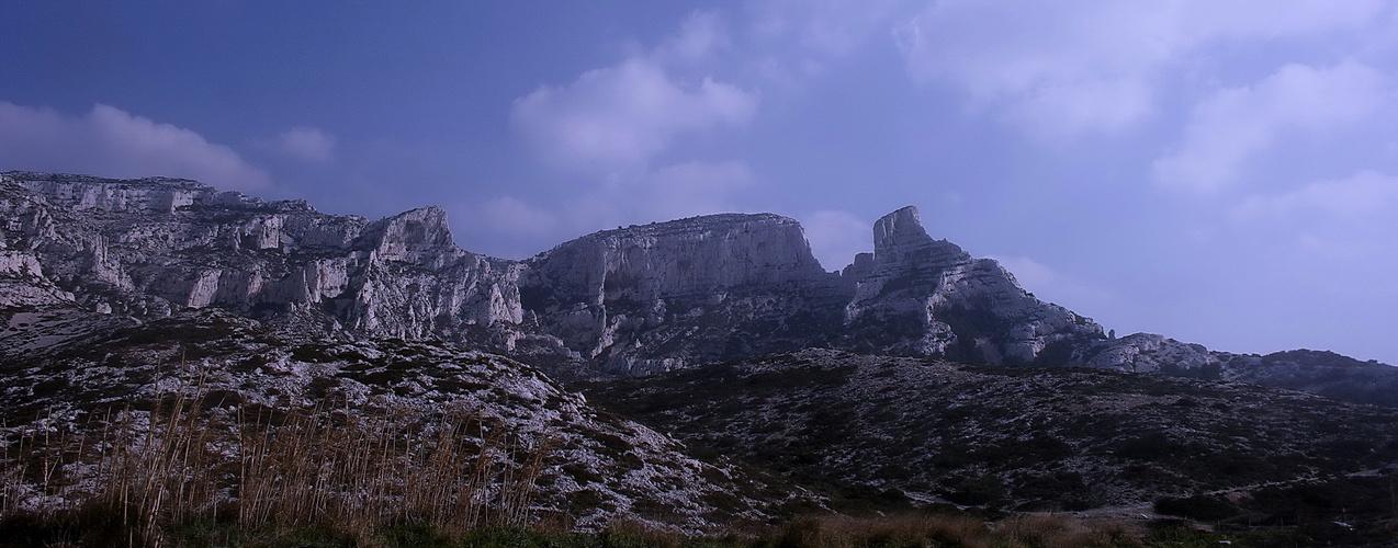 Petite brume sur les collines marseillaises