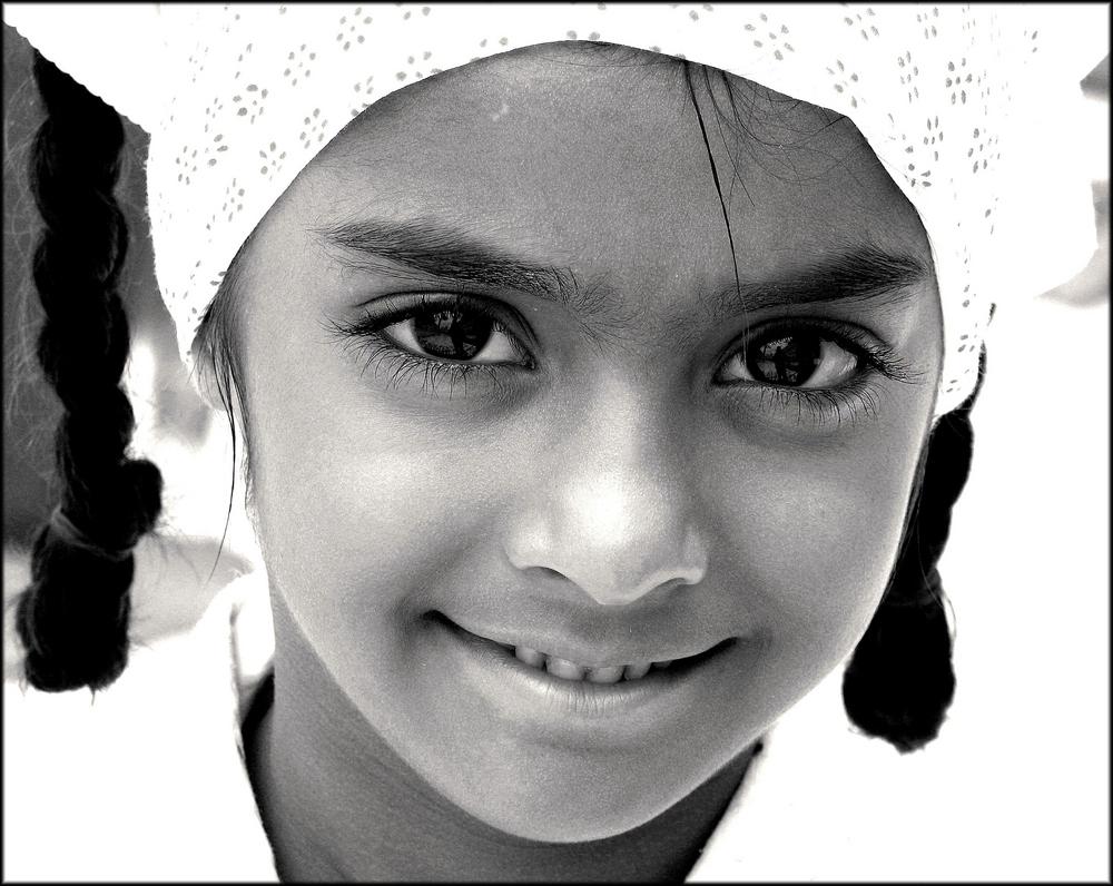 Petite fille au foulard, Amritsar, Inde