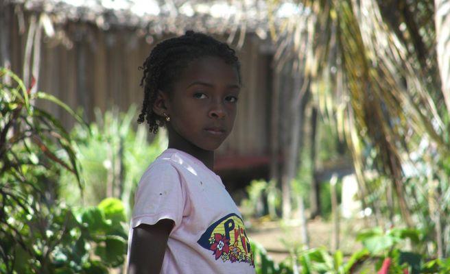 Petite fille innocente de Madagascar