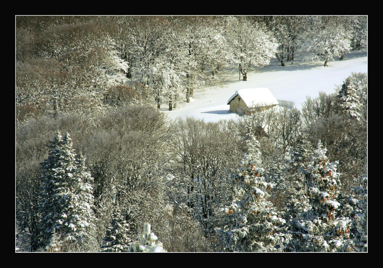petite maison enneigée