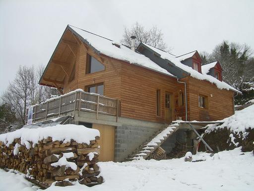 Petite maison sous la neige