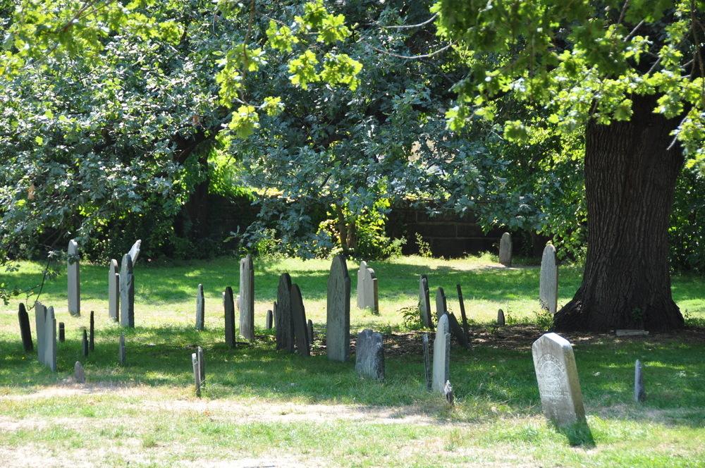Petite perspective sur cimetière des sorcières de Salem (MA-USA)