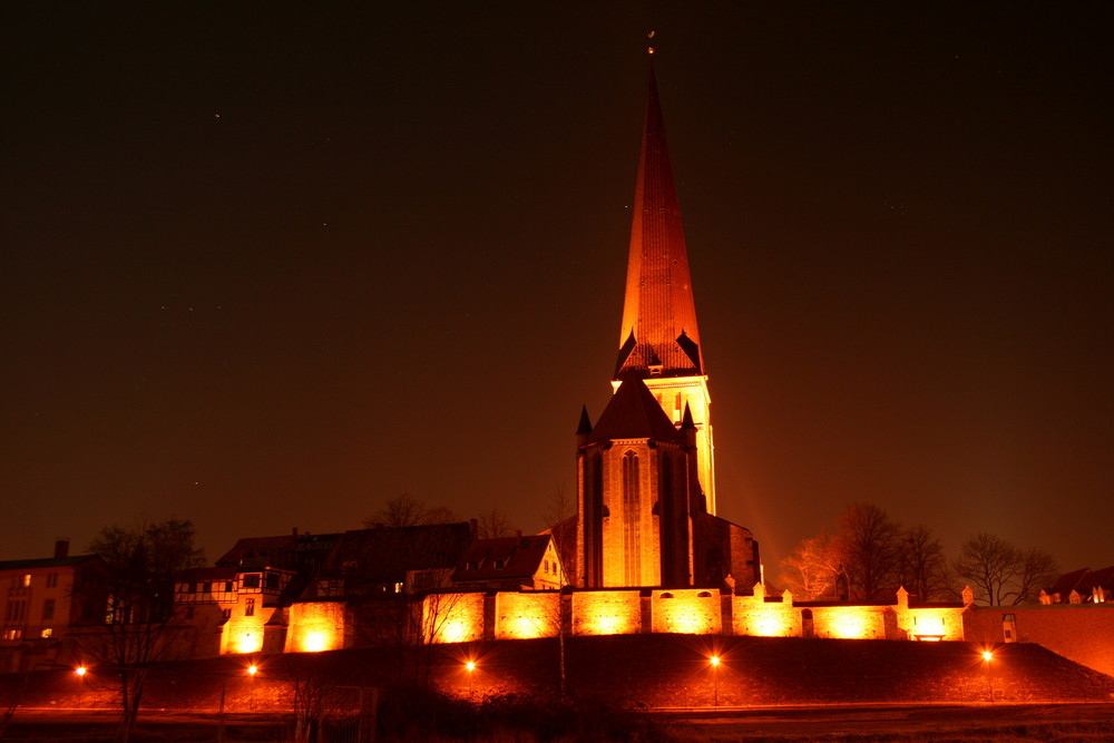 Petrikirche Rostock heute Nacht ...