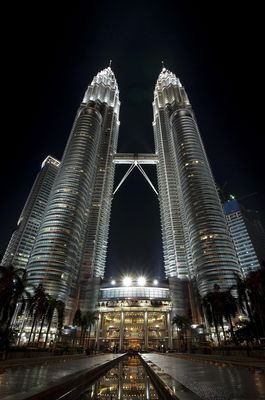 Petronas Towers bei Nacht - Hochformat