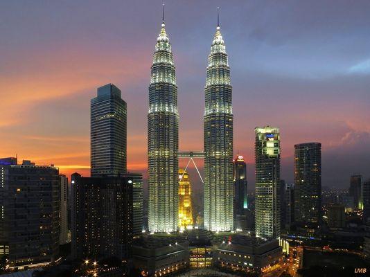 Petronas Towers zur richtigen Tageszeit