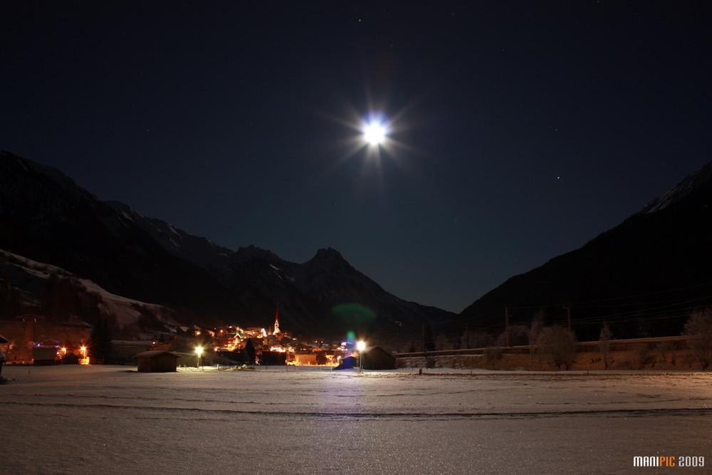 Pettneu bei Nacht