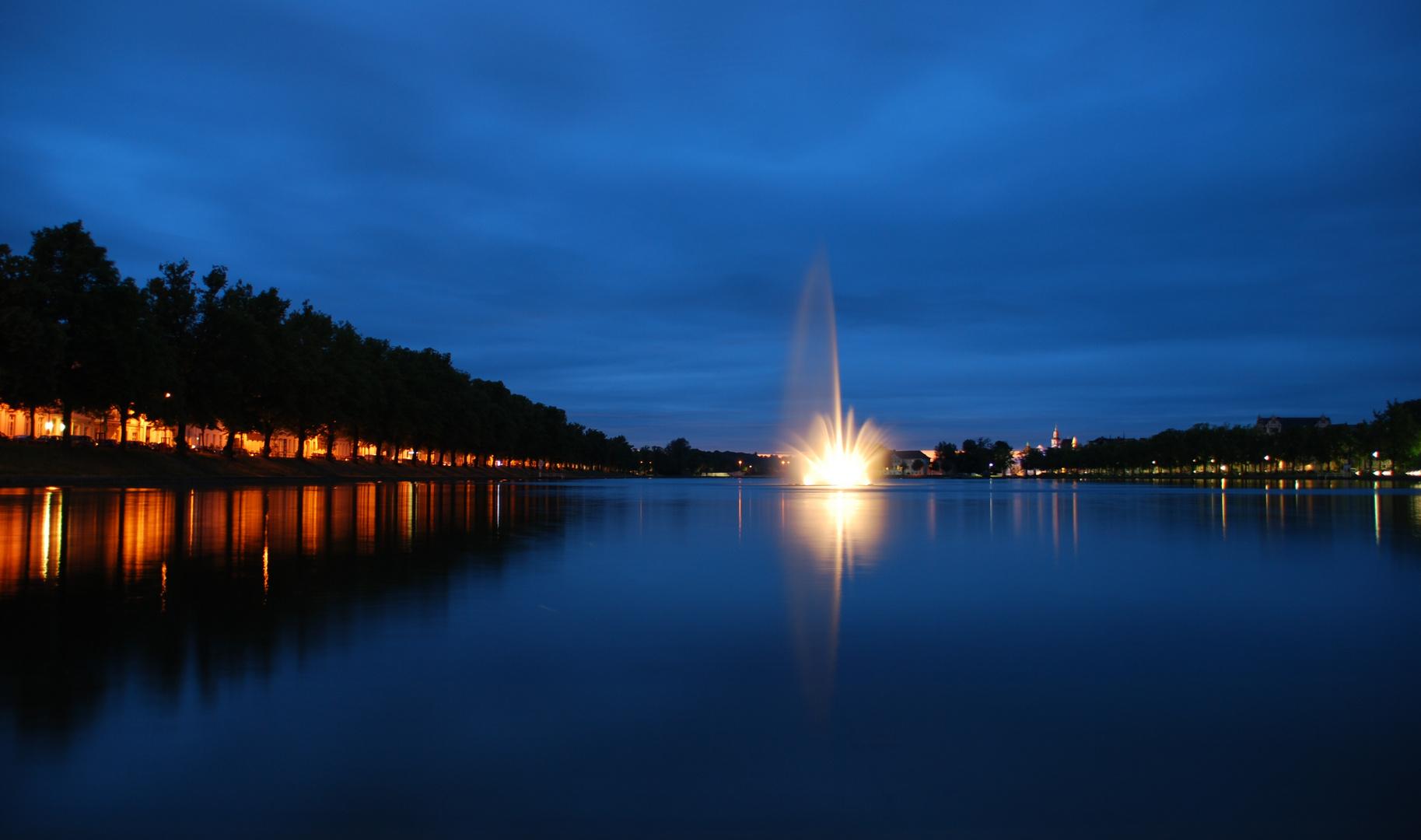 Pfaffenteich Schwerin bei Nacht Foto & Bild   deutschland, europe ...
