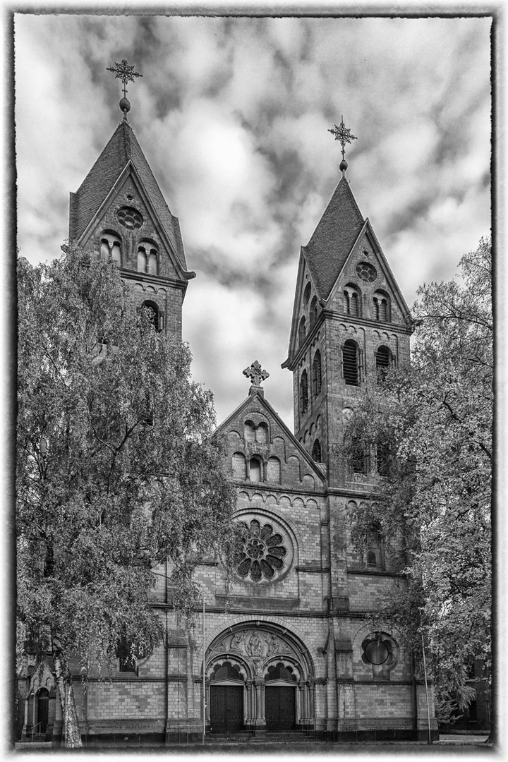 Pfarrkirche St. Lambertus_ Immerath bei Erkelenz. Warten auf den Bagger.