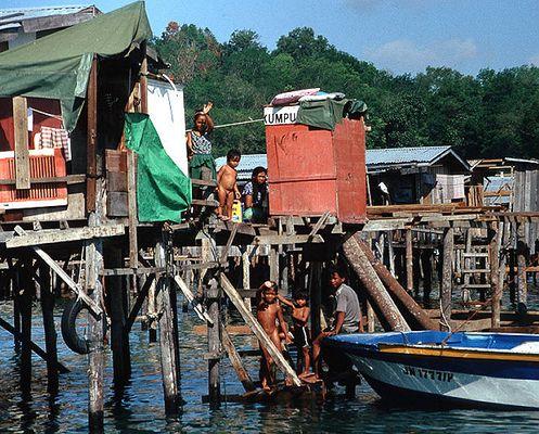 Philippinische Flüchtlinge vor der Küste Nordborneos.