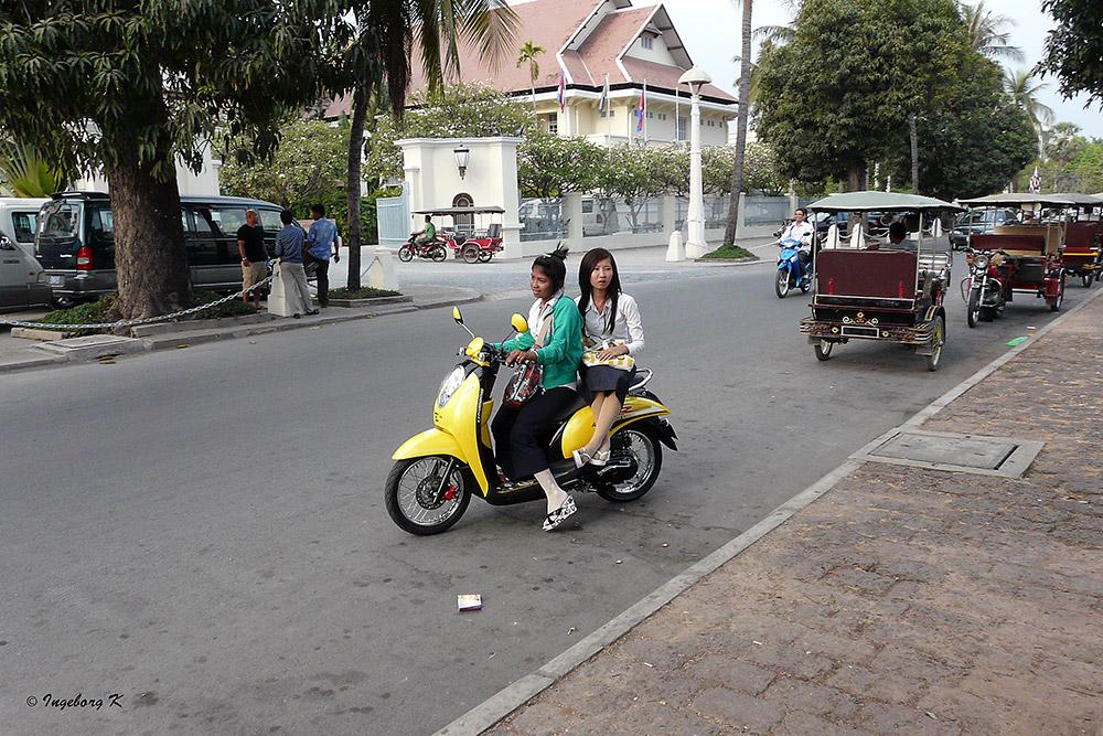 Phnom Penh - Motorroller sind besonders von Frauen begehrt
