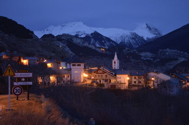 photo de nuit le bourget