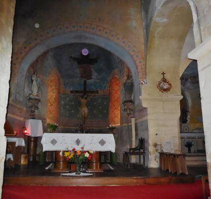 Photo insolite, prise dans une église romane de Saint-Martin - Le Theil - Auvergne