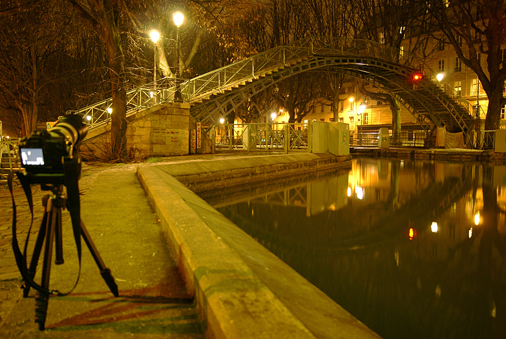 photographe au canal saint Martin, Paris